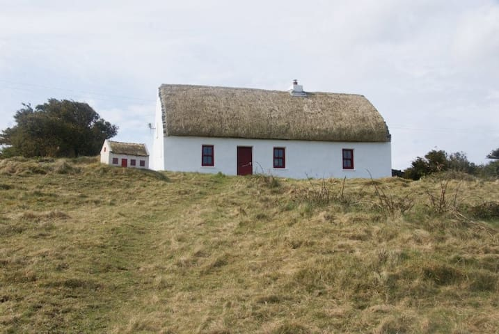 Aran Thatch Cottage - Inishmore - House