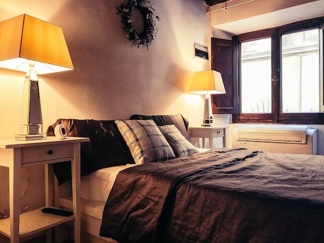 Cozy Apt at FLR's Focal point - piazza Santa Croce