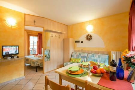 Take to the Livigno slopes, with this lovely 1 bed retreat!  Situated within easy reach of the free shuttle service just 50m away, this 1 bed pet-friendly retreat offers a hassle-free holiday experience for couples and friends.