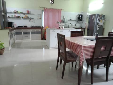 Beautiful spacious rooms in fully furnished Villa