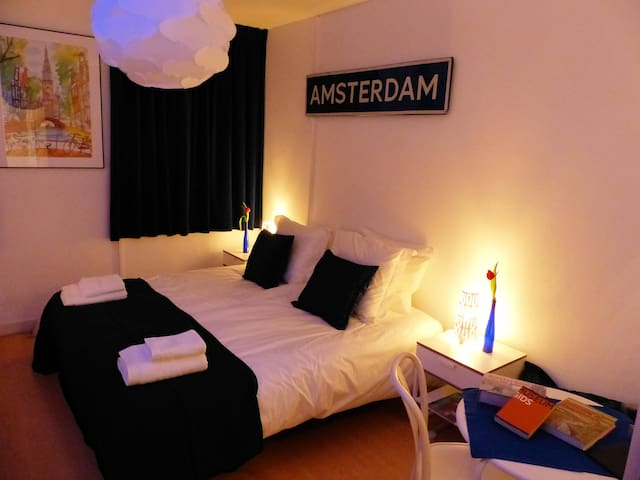 at home in amsterdam chambres d 39 h tes louer amsterdam noord holland pays bas. Black Bedroom Furniture Sets. Home Design Ideas