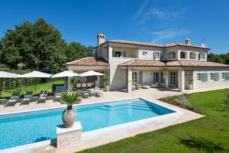 Luxury villa with private sport and eco resort - Ladići