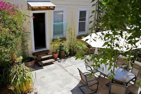Private Cottage w Bath near Tartine, Dolores Park - San Francisco - Blockhütte