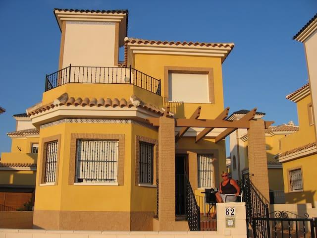 Heerlijke vrijstaande villa ..!Adres is op nr.82.! - Algorfa - Villa