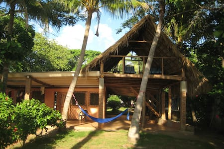 Beautiful Beachfront Home  - Pochomil - Talo