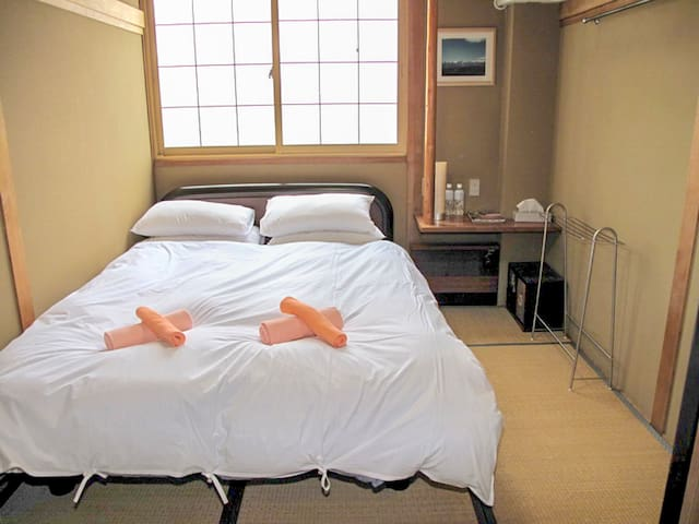 Asuka Lodge: Queen or Twin with shared bathroom