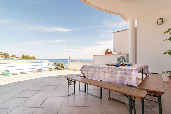 Villetta a schiera con ampia terrazza vista mare - Santa Cesarea Terme - Casa