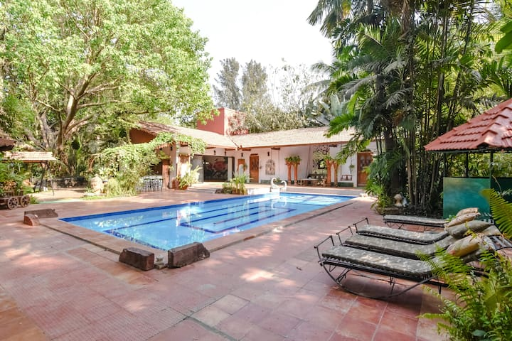 Basera - large house with garden close to jetty