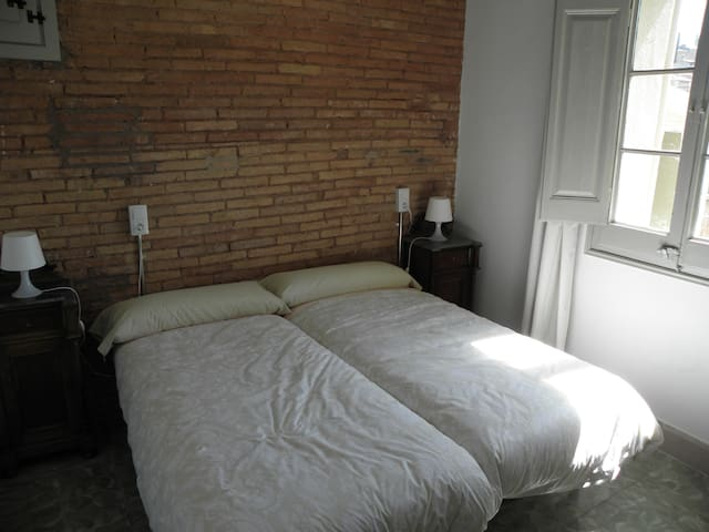 Habitacion con baño privado en hostal modernista 1