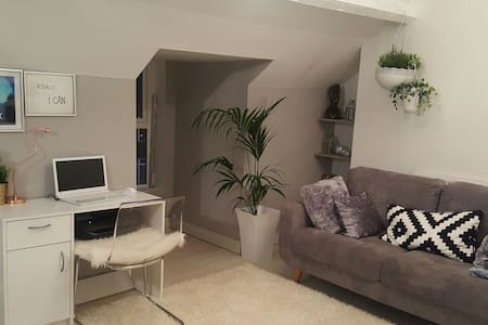 Modern 2BED with loft-conversion - Syston, England, GB - House