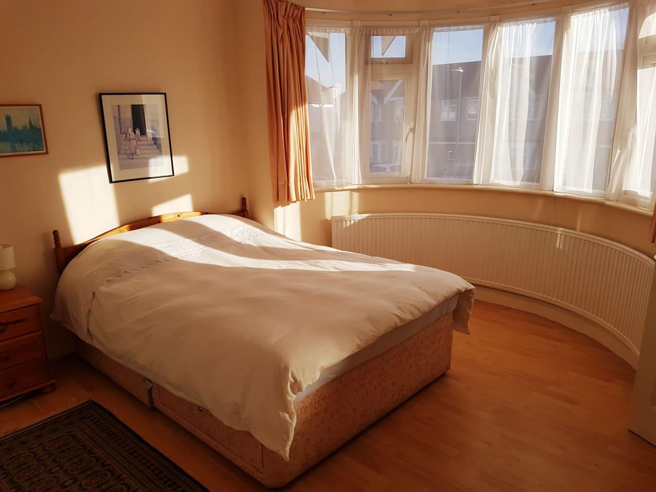 Spacious Double Bedroom With En Suite Bathroom