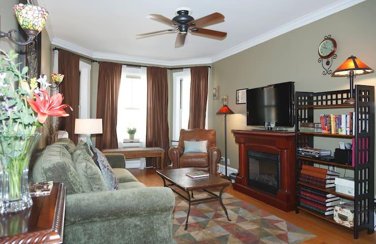 Spacious Vintage Condo - Oak Park - Wohnung