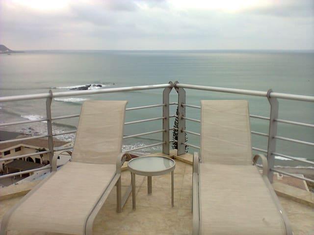 THE BEACH ON YOUR DOORSTEP - Salinas - อพาร์ทเมนท์