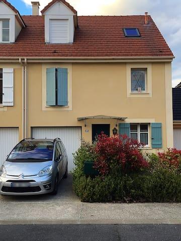 Maison sympathique - Maurepas - Hus