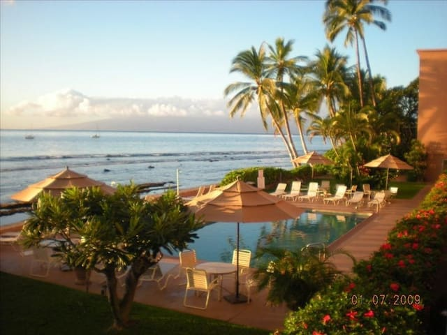 Oceanfront Paradise..in LAHAINA….Large,  One  BDRM