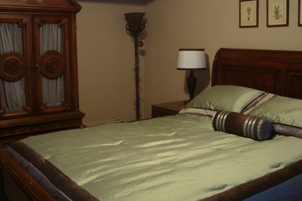 Master Bedroom with Queen Memory  Foam High Quality Matress
