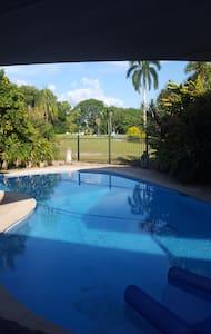 Golfer's Paradise - Marrara - House