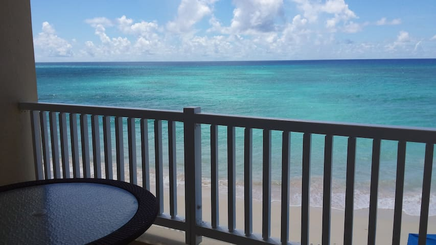 Beachfront luxury 2-BR flat 1° fl.