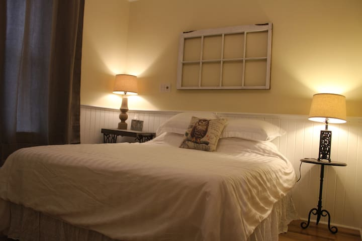 Complete Private Apartment - Peterborough - Apartment