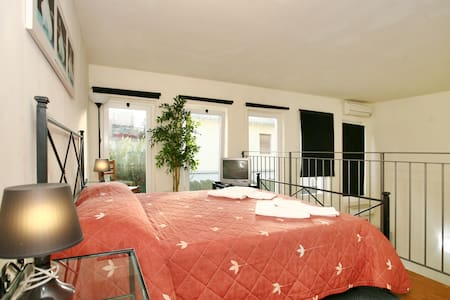 Loft for 4 person wifi and parking - Florencia