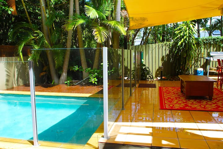 Cosy studio, pool & close to beach - Yaroomba  - Leilighet