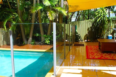 Cosy studio, pool & close to beach - Yaroomba  - 公寓