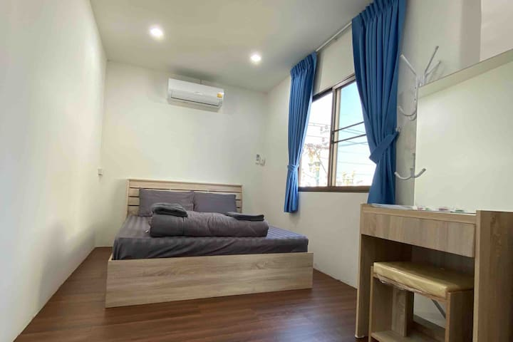 Queen bed room near suvarnabhumi airport