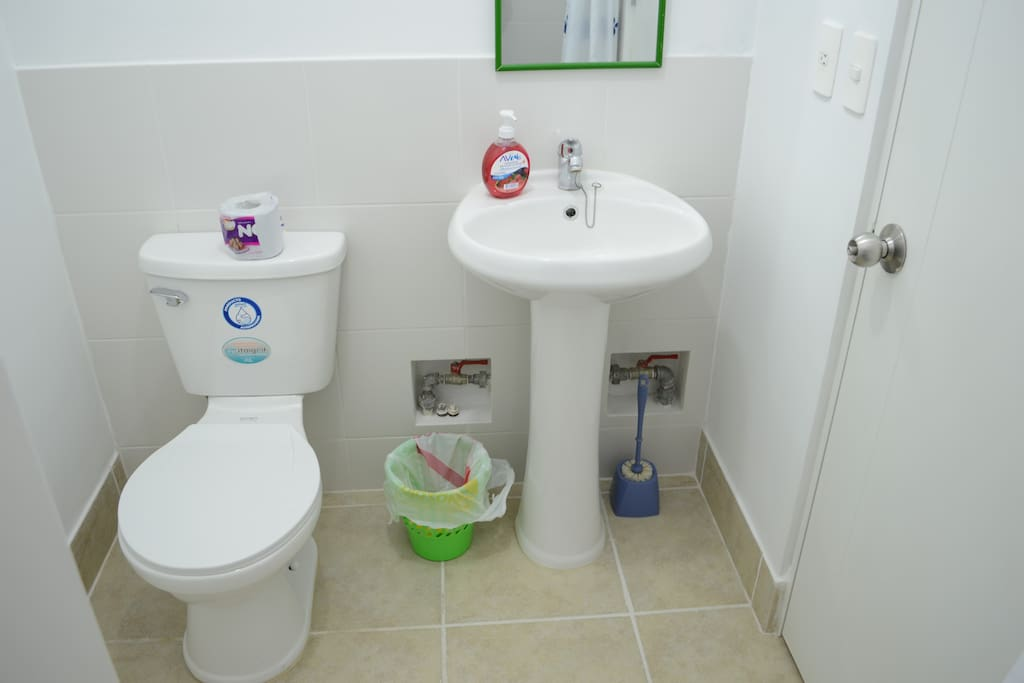 Toilette and sink
