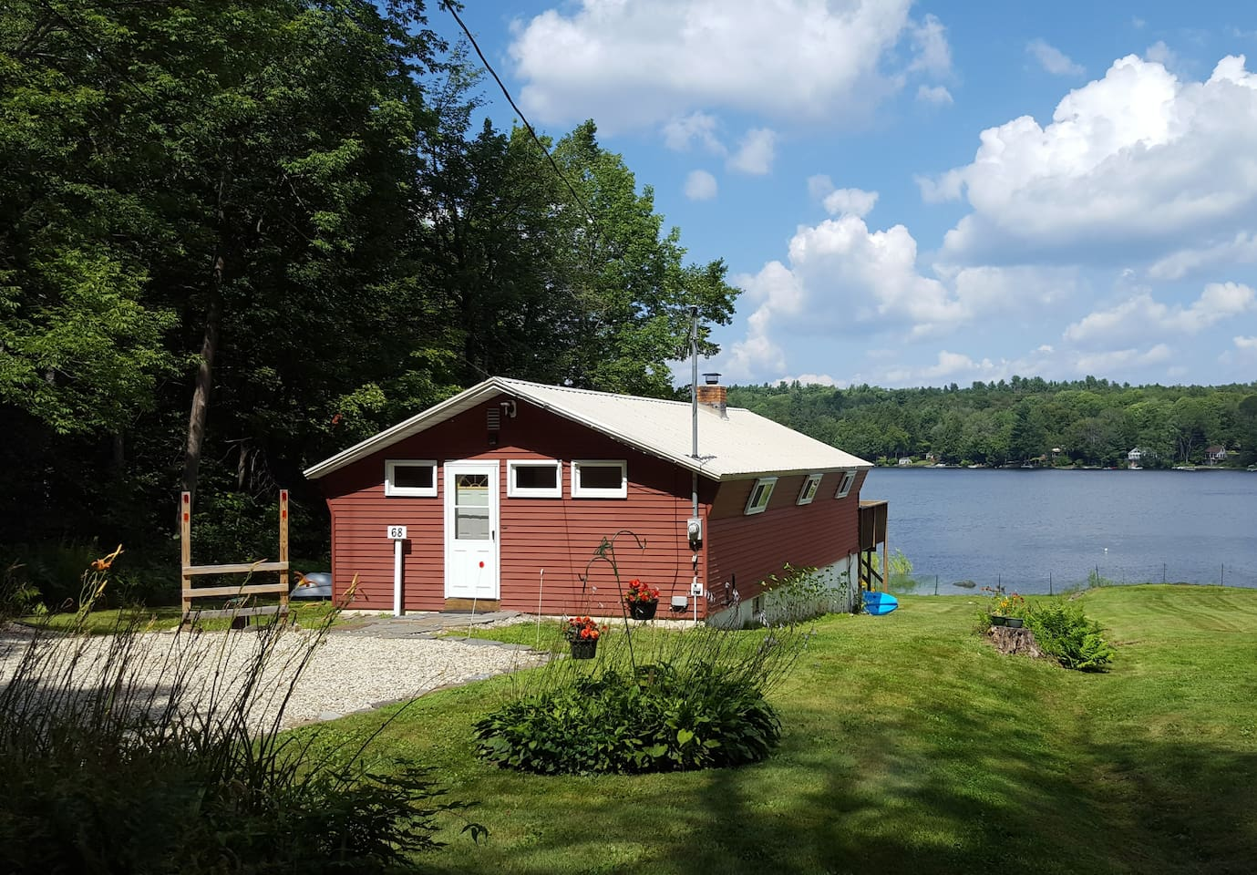 In the summer, the lake is ideal for boating, swimming, and fishing.
