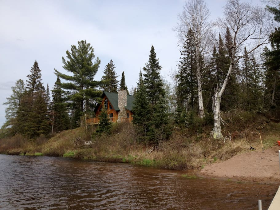 Beautiful log cabin nestled in 80 acres facing an 18 acre lake...peaceful...