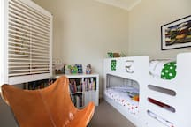 Family-friendly, sun-filled beachside apartment!