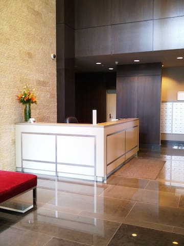 29.  Inviting building entrance lobby. 24 hour security concierge.