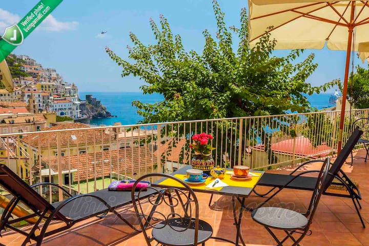 Living Amalfi Sunrise room: Amalfi centre, wifi,AC