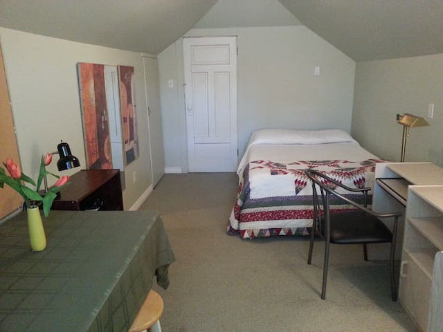 Comfy Room Near Hospital & Downtown
