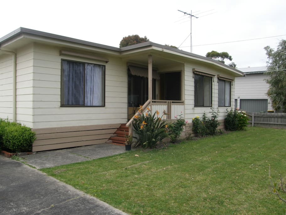 Cosy beach house in phillip island houses for rent in for Beach house designs phillip island