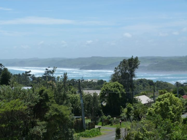 Raglan Getaway. Fab Ocean Views, close to the Surf