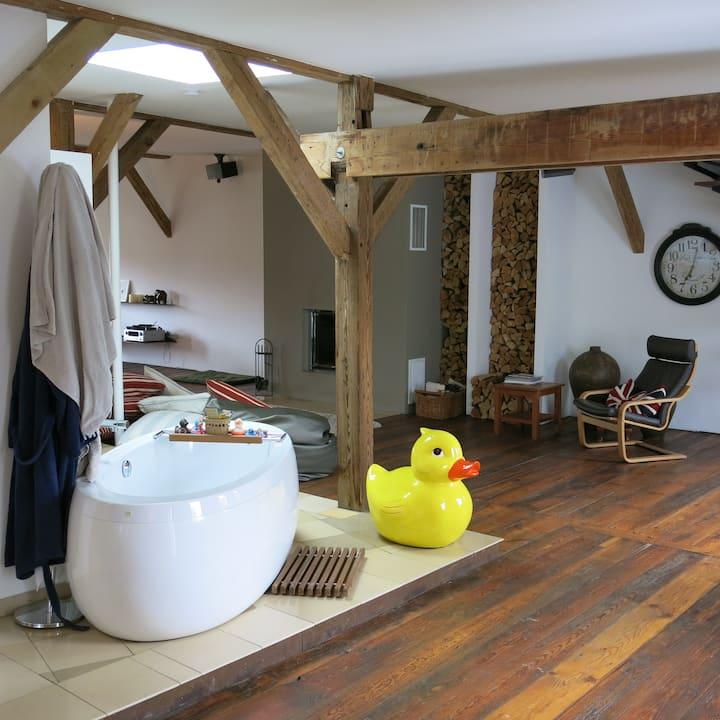 Huge Loft Berlin-Mitte with own Bathroom & A/C