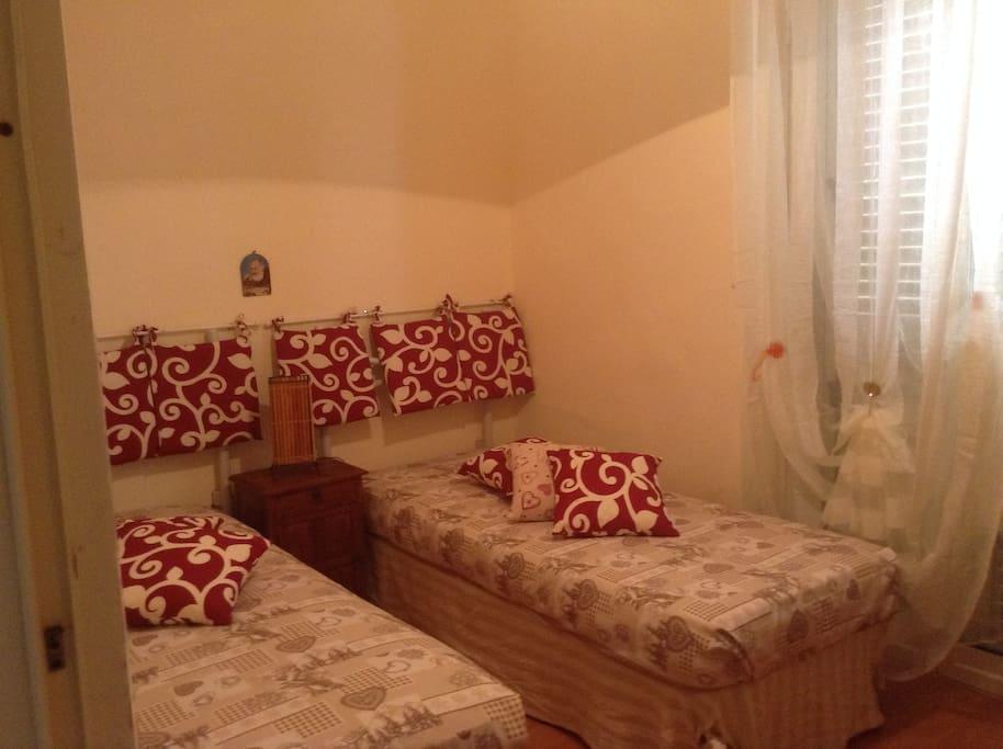 Two Beds Room/Stanzetta con due letti
