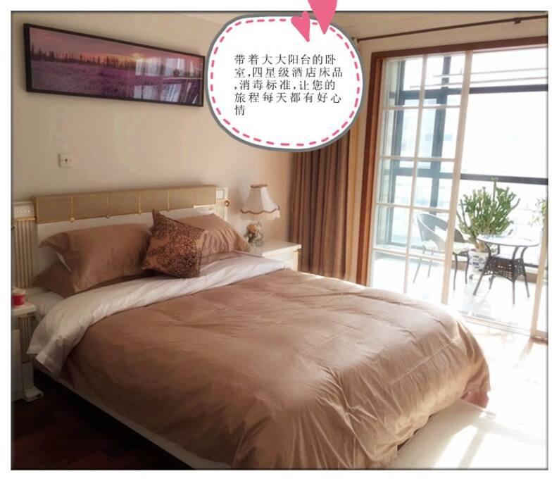 宽敞明亮的卧室,一拉开窗帘,媲美星级酒店感觉。