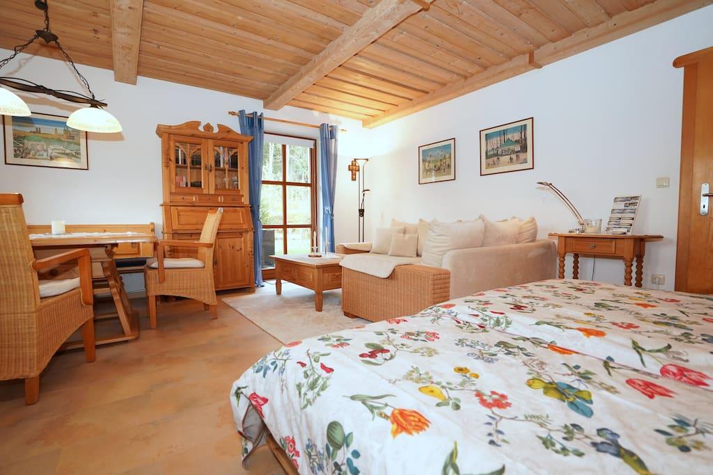 Wohnzimmer mit Klappbetten