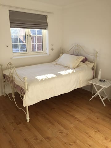 QUIET ROOM IN PICTURESQUE ABINGDON - Abingdon - House