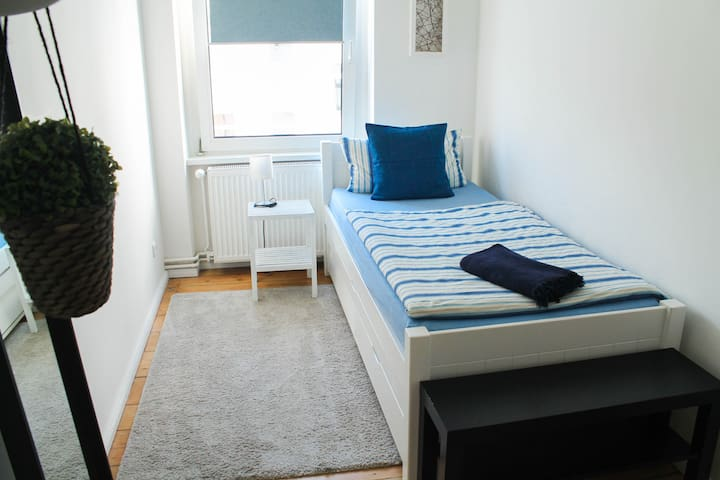 Sunny and Cozy room / 1 min. to SBahn Lichtenberg