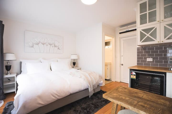 ★The Hamptons on East Pallant★✔Wifi✔Nespresso✔Cosy