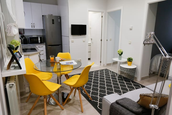 STYLISH APARTMENT:  2 BEDROOMS | WiFi + A/C