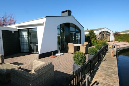 Holiday Home with water view - Lemmer