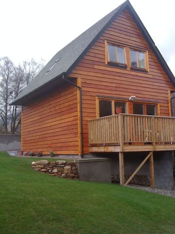 LOG CABIN WITH HOT TUB LOCH LOMOND
