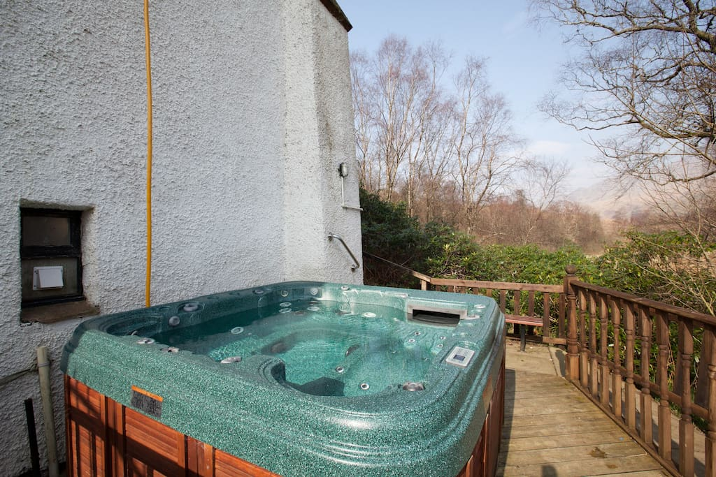 Log cabin with hot tub loch lomond case in affitto a for Persiane delle finestre di log cabin