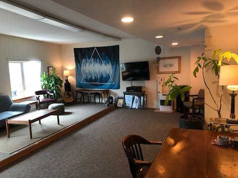 Lovely studio in heart of Downtown Juneau