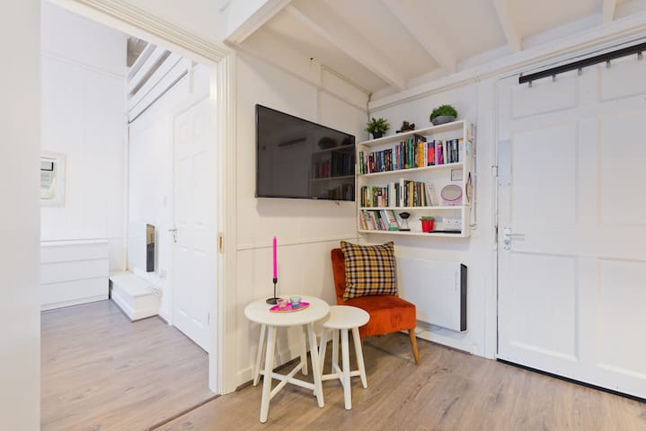 Georgian 1 Bed + Loft Bed + WIFI + TV 5 min Spire