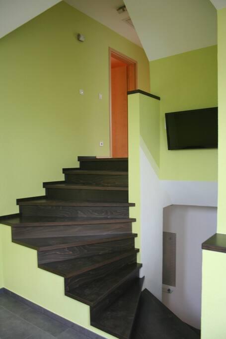 Treppenaufgang zu den Schlafräumen.